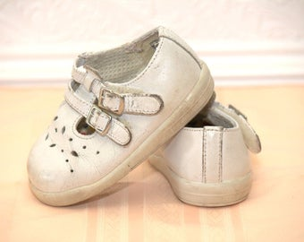 Vintage White Baby Mary Jane shoes sz 4W