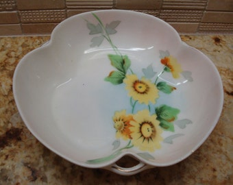 Vintage Hand Painted Nippon Daisy Dish - Excellent Condition!!