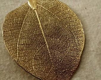 Vintage Gold Filigree Leaf Pendant