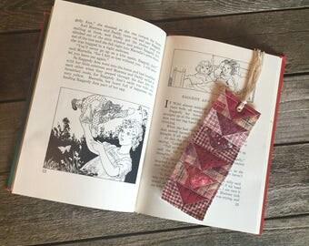 Quilt Block Bookmark, Reds pattern
