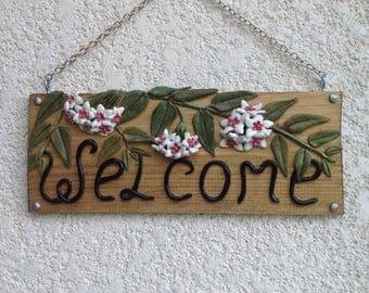 Hoya welcome sign
