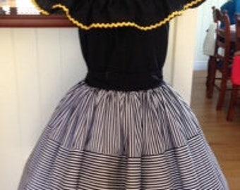 Vintage style striped full gathered skirt.
