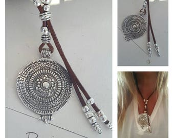short beaded woman leather necklace