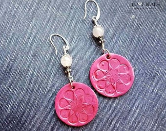 pink polymer clay flowers with rose quartz beads-polymer clay dangle earrings-rose quartz earrings-pink flower earrings-flower earrings