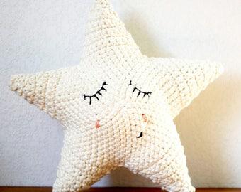Coussin étoile en coton crocheté à la main
