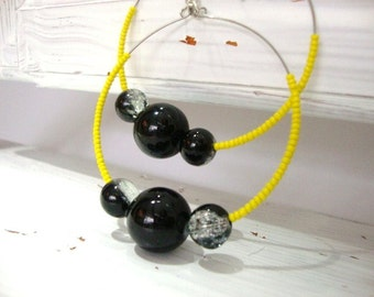 Bumble bee hoop earrings yellow and black, FIVER FRIDAY, gifts under 20, gifts under 5