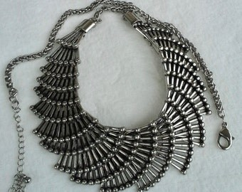 Vintage silver plated chain necklace with intertwined links design fan shaped