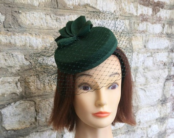 Pillbox hat with veil dark green cocktail hat and fascinator veil green felt hat races hat formal wedding hat 1940s hat