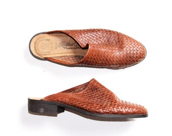 vtg size 8 woven brown leather mules // vtg flat mules // 70s brown leather slides
