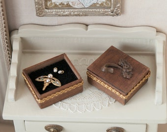Jewelry box in waxed walnut wood with brooch and earrings, for dollhouses, scale 1:12. Making handmade .