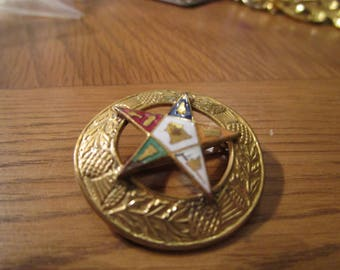 """vintage goldtone mizpah round brooch with star in centre with enamel 1.25""""across"""