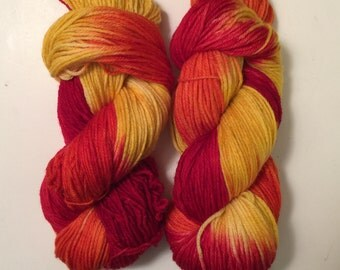 Hand Dyed Yarn worsted weight 100% superwash merino wool | 100 gr | Catching Fire | super soft