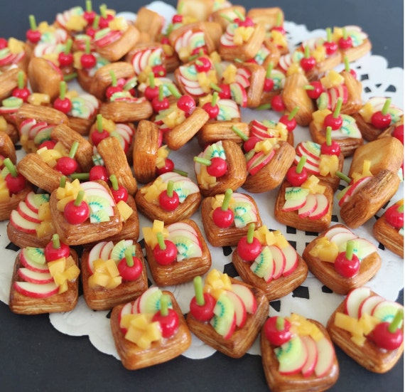 10/20Miniature Apple Fruit Bread,Miniature Bakery,Miniature Fruit Cake,Miniature Sweet,Dollhouse Sweet,Dollhouse fruit cake