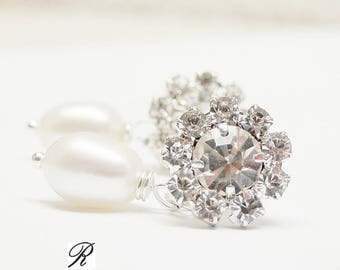 Crystal flower and ivory pearl Wedding Earrings. Classic wedding earstuds. Real pearl bridal earrings. Gift for bride or bridesmaid