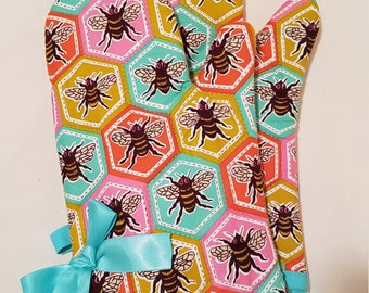 Retro Bees Oven Mitts!