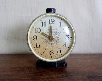 Vintage Jantar Alarm Clock, Old USSR Clock, 4 Jewels, Soviet Era '60s alarm Clock, Mechanical Clock, Collectible Clock, Working Condition