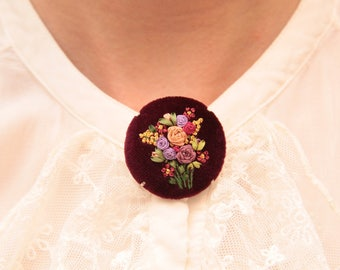 Brooch with silk ribbon embroidery