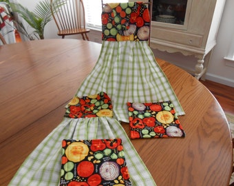 Hanging Towel Set - Kitchen Towels - Vegetables - Green and White Dish Towels - Towel and Hot Pad Set of 4 - House Warming Gift - Item #325