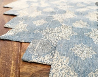 Sale 40%-  linen vintage style dusty blue plate mats - luxurious  table napkins- set of 6 floral napkins - linen plate tracks