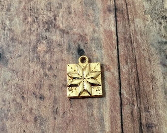Quilt square charm (2-sided) gold plated pewter (1 piece)- gold quilt square pendant, gift for quilter, craft charm, quilt patch charms