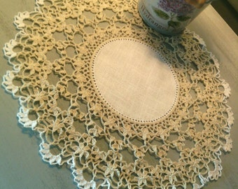 Doily beige and white zweigart