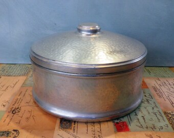Aluminium Cake Tin 'Hammered' effect 1930s vintage aluminium cake tin cake saver baking kitchenalia