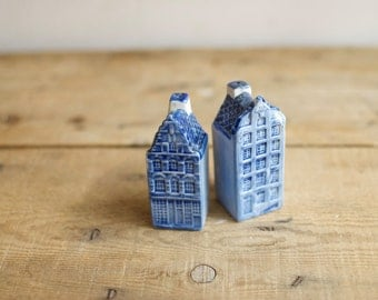Delft Blue House Salt & Pepper Shakers, Vintage Novelty Shakers,  Handpainted Ceramic Shaker, Rustic Country Cabin Decor, Housewarming Gift