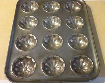 Vintage Tin Muffin Pan, 12-Hole Baking Tin, Tart Tin, Patty Cake Tin, Tart Pan, Vintage Bakeware, Rustic Kitchen, Fluted Biscuit Pan, Baking