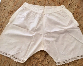 Short panties, panty, old, scalloped shorts embroidered hand