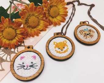 Cross stitch embroidered wooden pendant/xmas ornament/charm - Animals