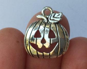8 Pumpkin Charms Silver Tone 18 x 16mm - SC570