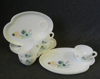 Set of 4 Vintage/ Retro Federal Glass Snack Set Plates & Cups + BONUS CUP - Pink, Aqua, Black, Yellow Canadian Maple Leaves
