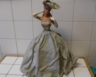 A glamorous French vintage lady lampshade