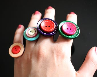 Adjustable ring with buttons