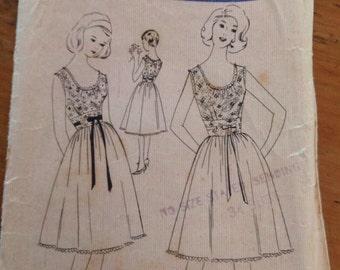 Vintage Ladies Dress Fashion Pattern 7211 Size Bust 34in