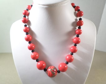 Beautiful Vintage Red Graduated Beaded Single Strand Choker Necklace DL# 2690