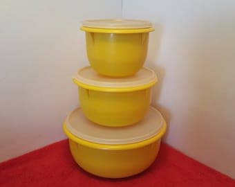 Vintage Tupperware mixing bowl set of 3 with lids/ tupperware yellow