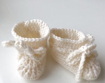 Cute newborn baby booties in wool or cotton