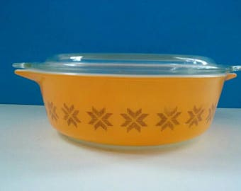 Pretty Vintage Pyrex Casserole Dish With Glass Top, Vintage, Retro, Pyrex Casserole, Orange Pyrex Dish, Vintage.