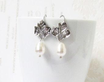 Leaf pearl earrings, silver bridesmaid earrings, pearl jewelry, dangle earrings, drop earrings, bridesmaids gift, bridesmaid proposal gift