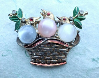 Vintage Three birds in woven basket brooch AB951