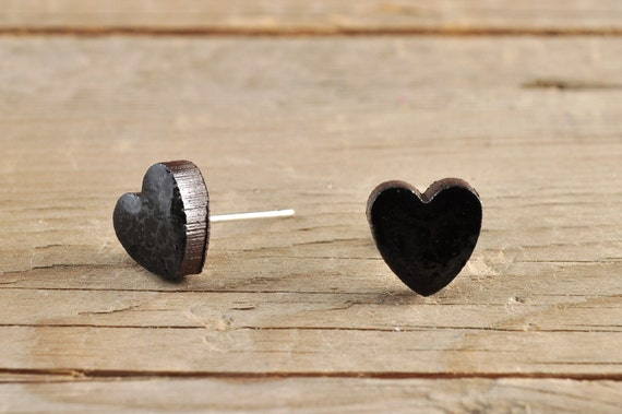 MINI glossy black heart shape stoneware stud earrings