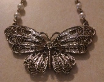 Butterfly Pendant Necklace,Faux Pearls,Gift Under 25.00, Gifts, Her,Excellent,Accessories,Beaded Necklace,Butterfly Jewelry,Vintage Necklace