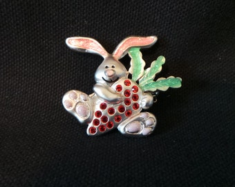 Vintage Signed AJMC Silver Rabbit Bunny Rhinestone Carrot Novelty Brooch Pin