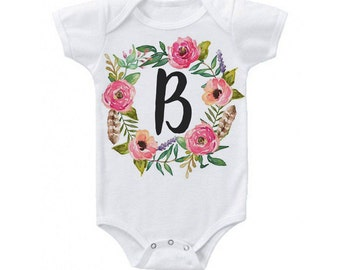 Floral wreath initial Baby Onesie // baby shower, baby, newborn, baby girl, Floral Onesie - Cute baby clothes - Personalized Onesie