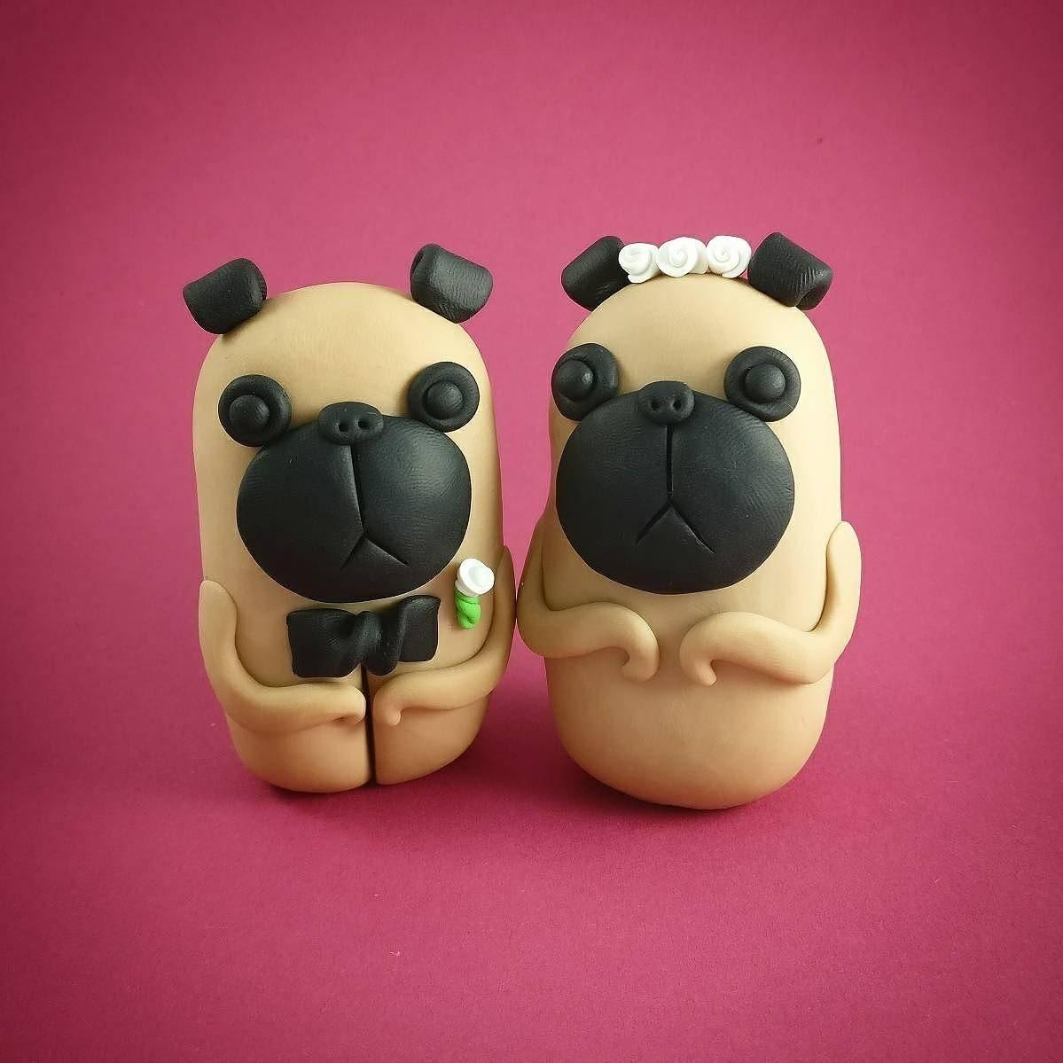 Pug perros primeros de la torta de boda