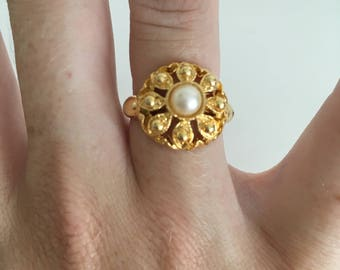 1980's Tiny Pearl and Gold Flower Ring