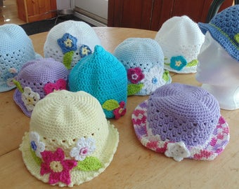 Flowers on your child or your head: little hats in cotton (knit)