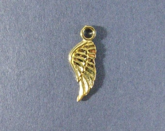 10 Angel Wing Charms - Angel Wing Pendants - Angel Wings - Wing - Gold Tone - 21mm x 8mm. -- (A1-12199)