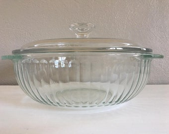 Vintage Pyrex Casserole Dish with Lid . Glass Baker 024 . Clear Ribbed . Handles . 1980s. Excellend Contidion!